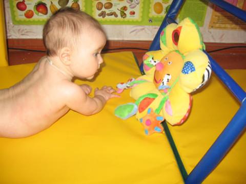 Игрушки для 6 месячного ребенка своими руками 70